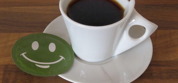 カフェにて読書中――客観的な視点(意識)と在り方を学ぶ