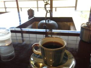 五十鈴カフェ 店内にてコーヒー