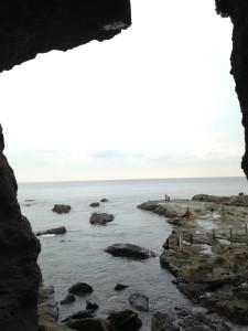 洞窟内より眺めた海… 空海の気分になりました